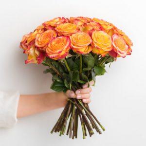Букет из пёстрых роз