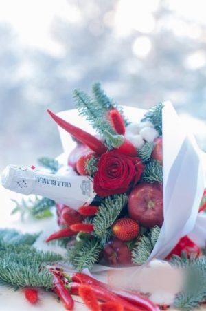 Новогодний букет с шампанским и фруктами