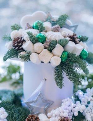 Новогодний сладкий букет с зефиром