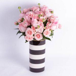 Букет из роз и ранункулуса